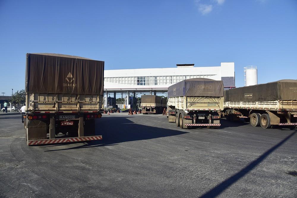 Caminhões voltam a descarregar no Porto de Paranaguá