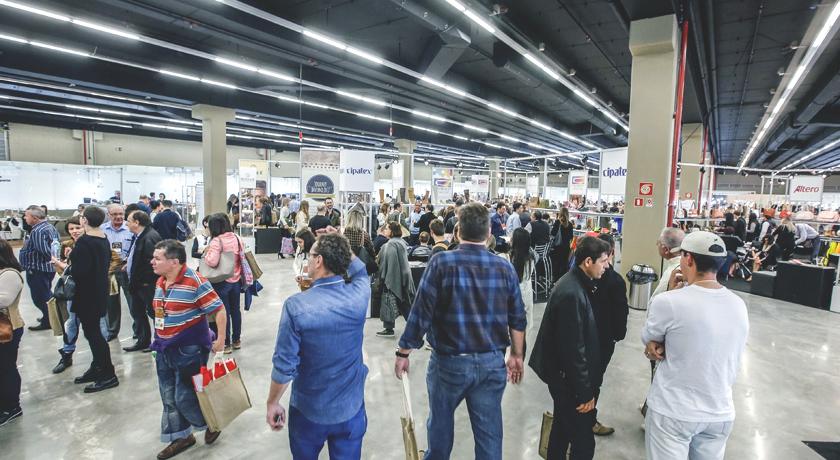 Empresas do setor de couro participam de feira no Vietnã