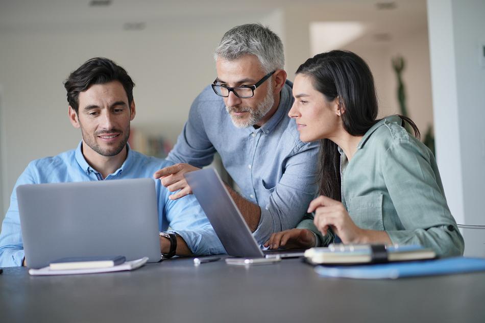 Empresas cada vez mais interessadas em profissionais mais velhos. Como recomeçar a vida profissional aos 40 anos?