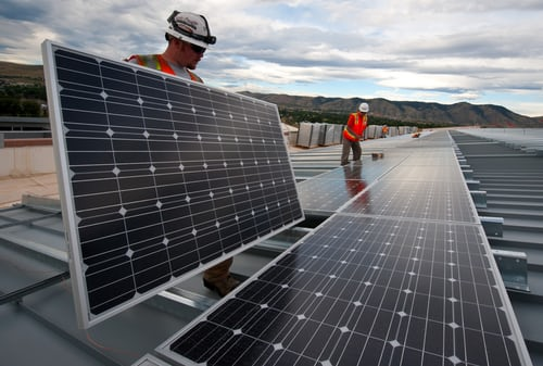Por que o Brasil zerou o imposto sobre energia solar e qual o impacto?