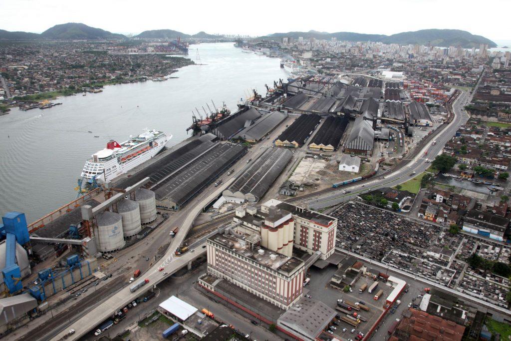 Porto de Santos bate recorde de movimentação. Mas o que isso diz sobre o comércio exterior?